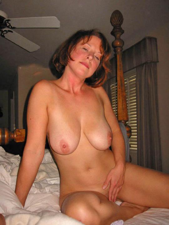Femme infidèle et perverse veut baiser avec un jeune mec sur le 71 en journée