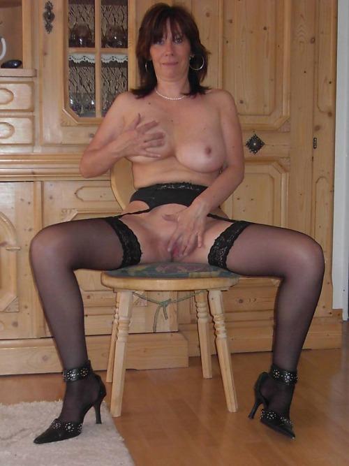 Image pour s'exciter avec une femme mature nue 12