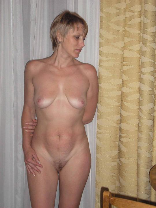 plan cul infidele sur le 75 avec une femme sensuelle