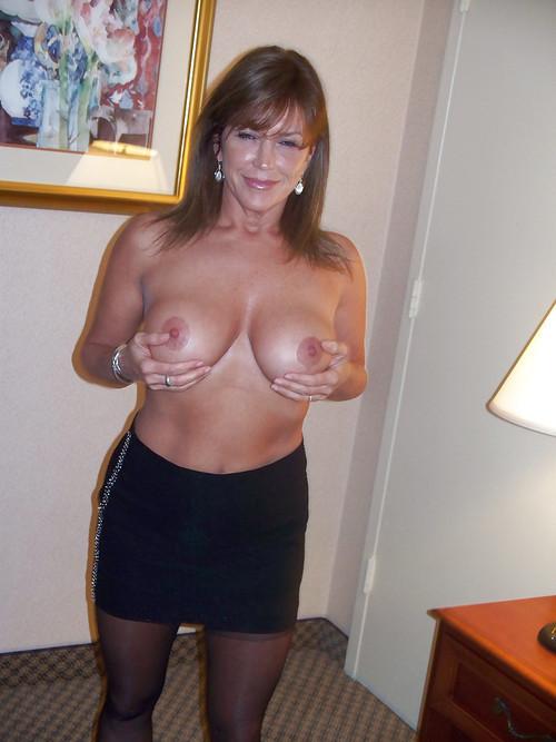 femme age nue coquine dans le 72