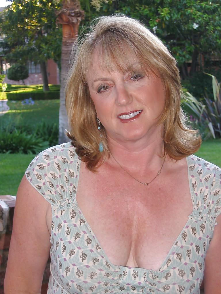 Femme mature infidèle sur le 69