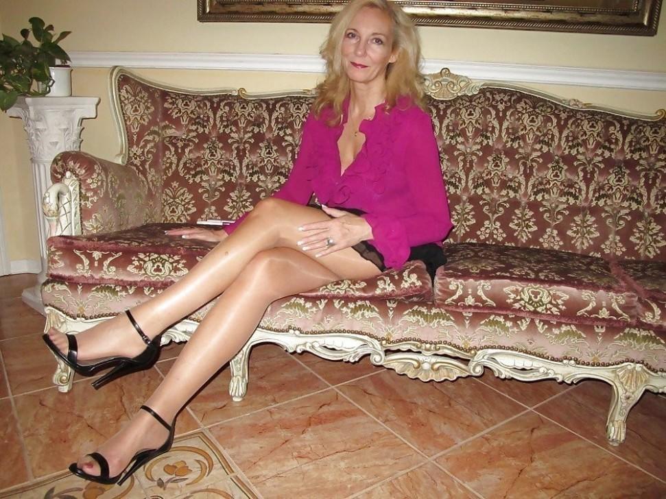 Femme mature sexy et coquine du 01