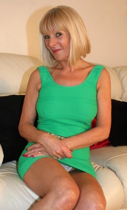 Femme mature sexy et coquine du 10