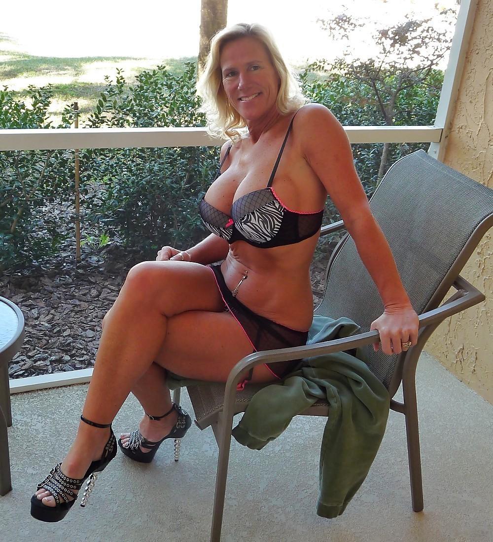 Femme mature sexy et coquine du 18