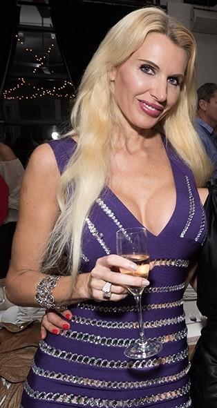 Femme mature sexy et coquine du 42