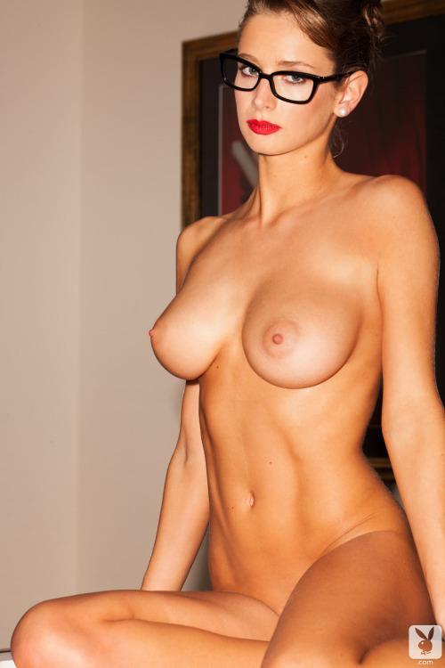 femme mure et nue dans le 48 pour sexe