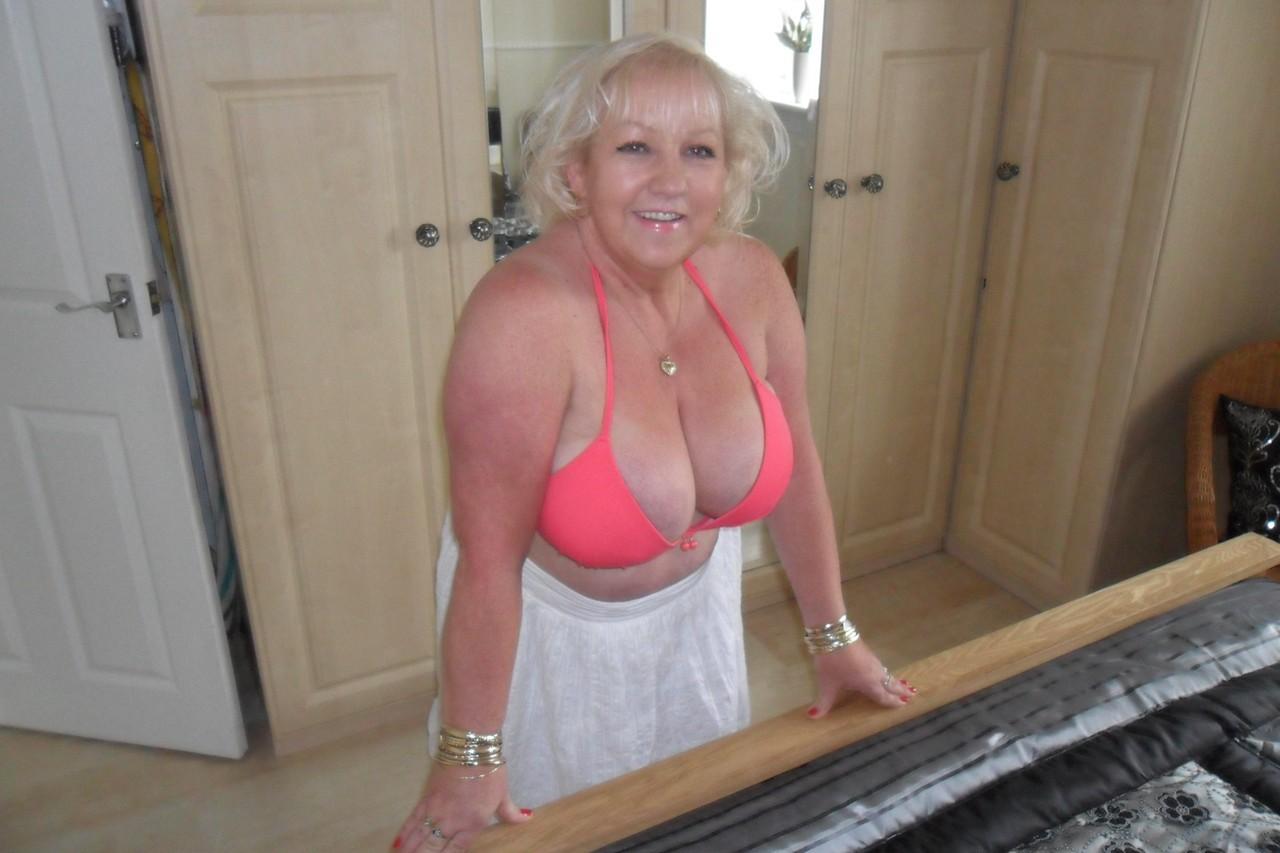 Photo et rdv sexe porno avec épouse infidèle du 69
